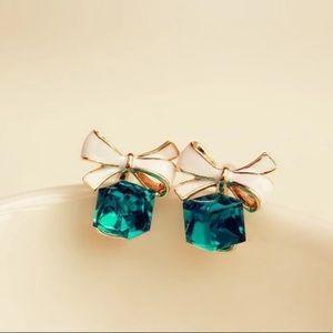 3/35 Cute Green Cubic Zirconia Bow Stud Earrings